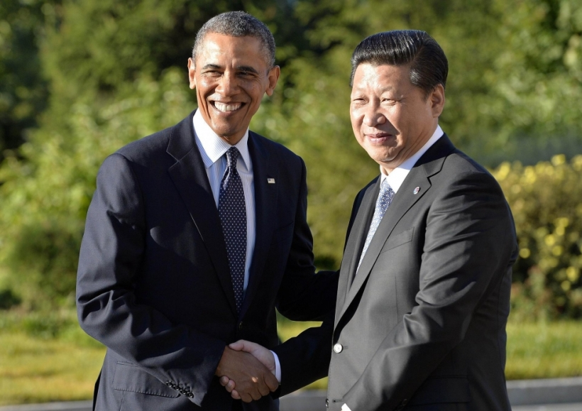 President Barack Obama shakes hands with Premier Xi Jinping